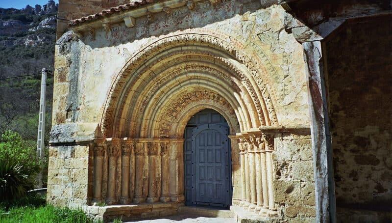 iglesia-siglo-XII-en-el-pueblo-de-Escalada-Burgos