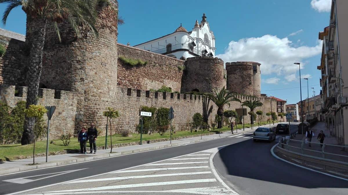 sendas-y-muralla_ciudad_de_plasencia