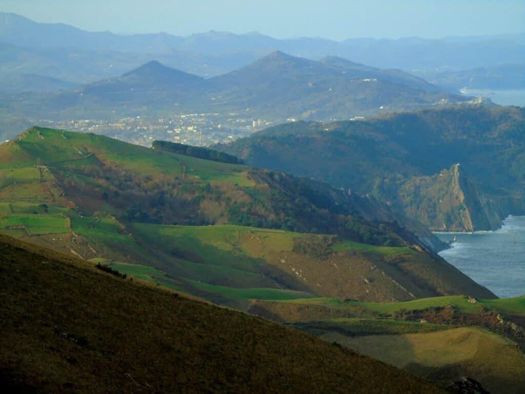 Laderas de Jaizkíbel. 20 rutas fascinantes por el País Vasco