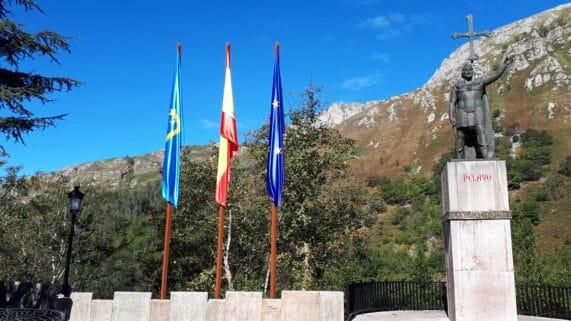 estatua_de_Don_Pelayo_Covadonga_marcosplanet