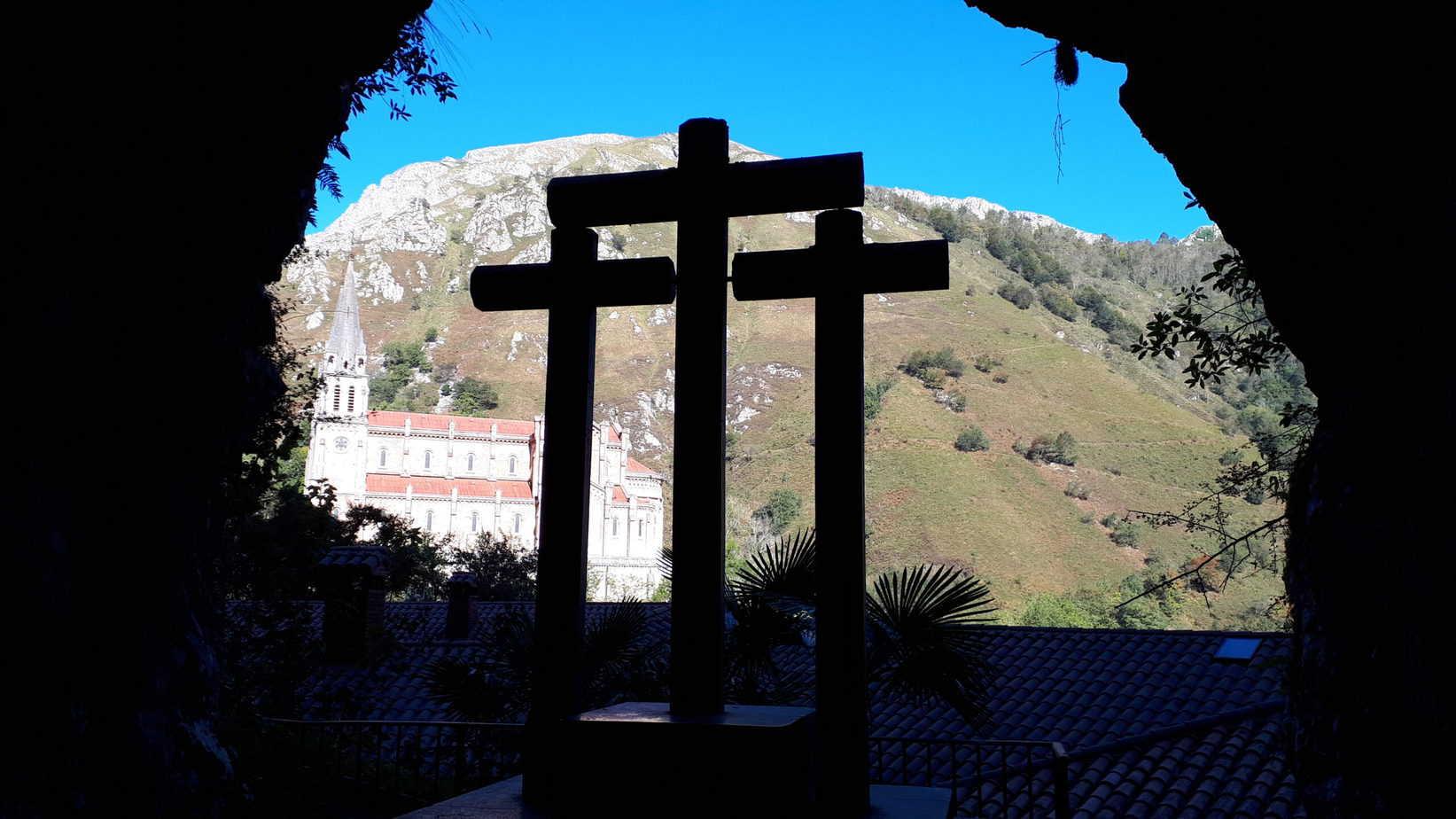 las_tres_cruces_del_Santuario_de_la_Virgen_de_Covadonga