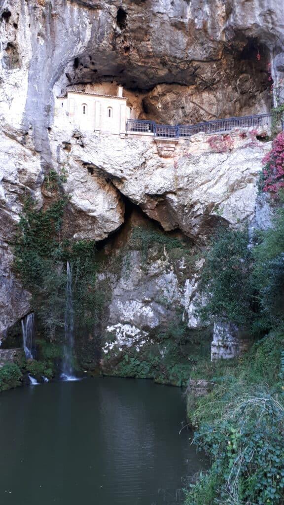 Santa_Cueva_Santuario_de_la_Virgen_de_Covadonga