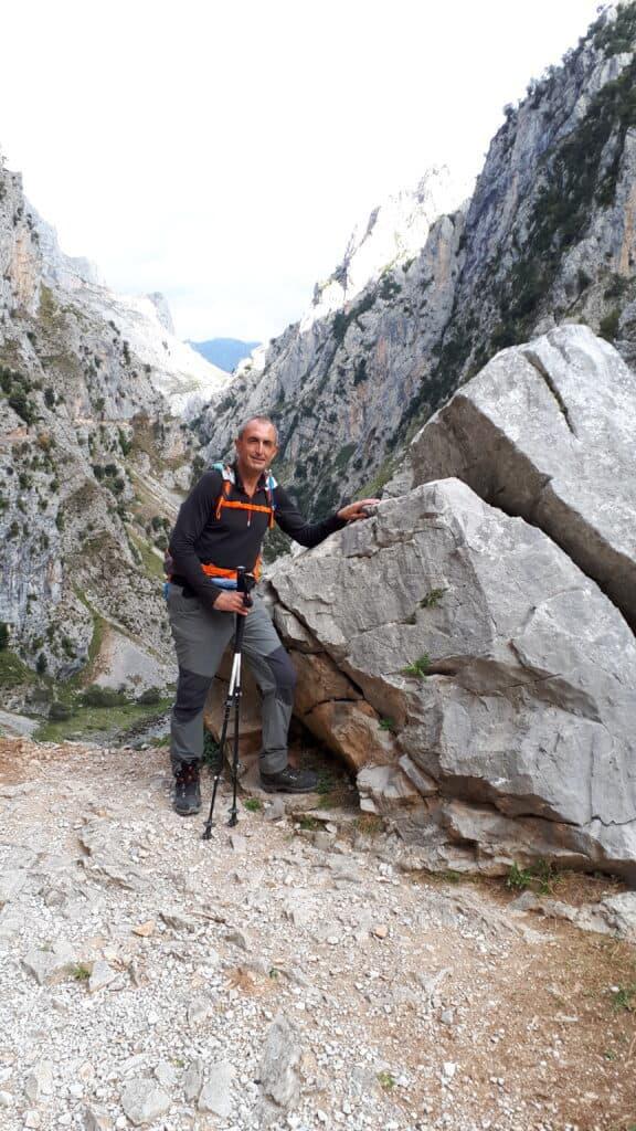 Rocas_gigantes_en_la_Senda_del_Cares_marcosplanet
