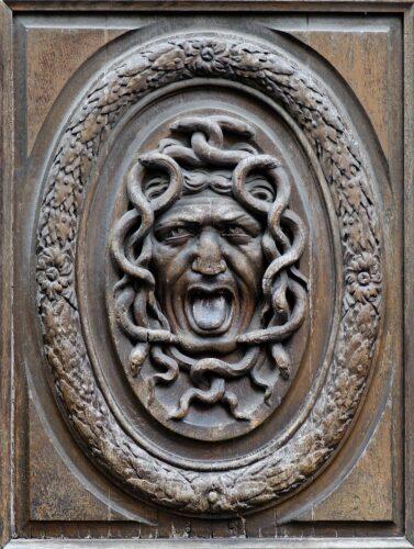 Gorgona-puerta-marcosplanet