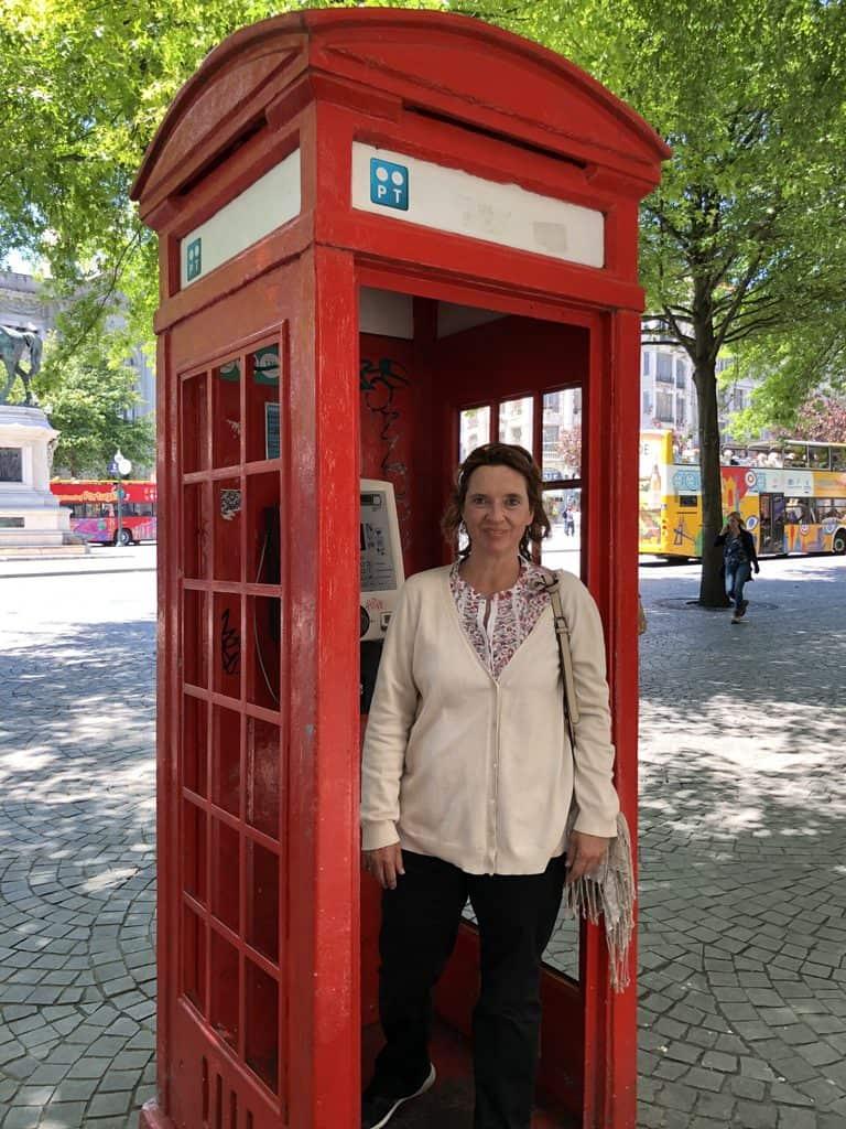 cabina-de-teléfonos-londinense-en-Oporto
