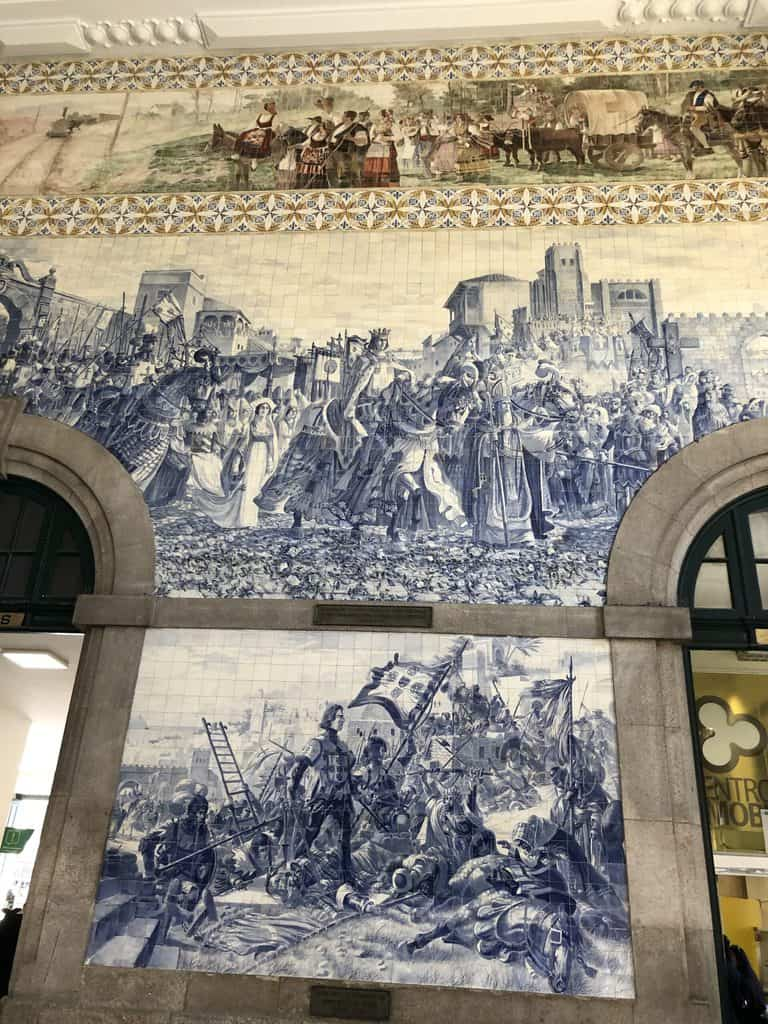 Azulejos-en-la-estación-de-San-Benito-Sao-Bento-Porto-Oporto