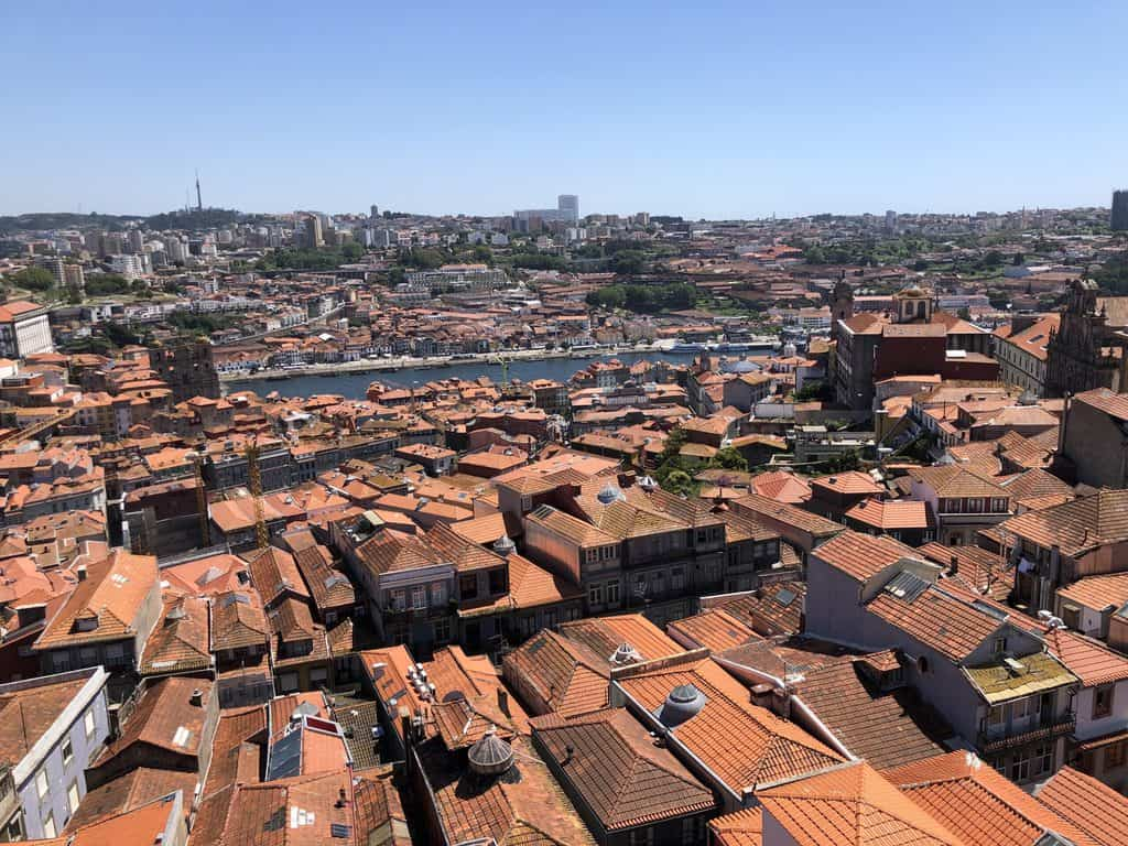 Vistas-desde-la-torre-de-los-Clérigos-Oporto-Portugal