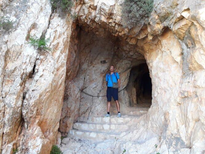 entrada-al-túnel-del-peñón-de-Ifach-marcosplanet