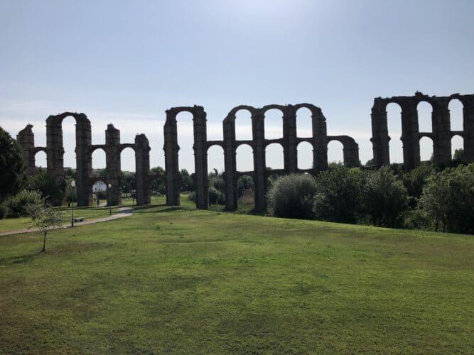 Mérida-una-incursión-en-la-Roma-Imperial-acueducto-de-los-milagros