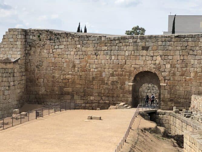 Muros-de-la-alcazaba-de-Augusta-Emérita